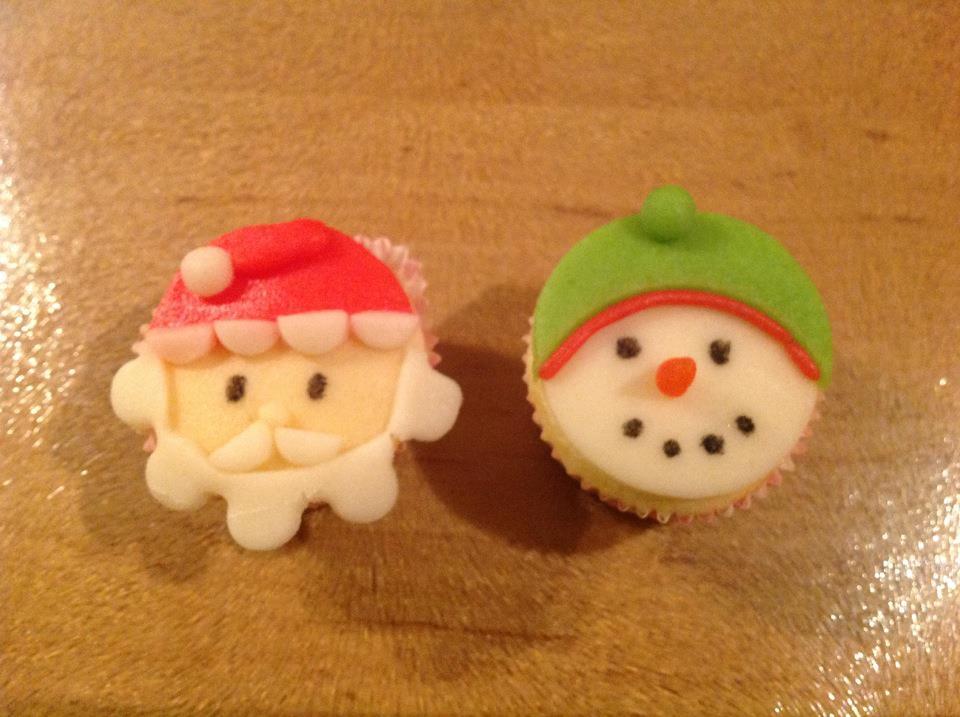 Kerstman en sneeuwman cupcakes